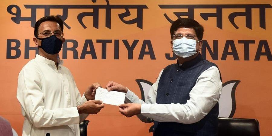 Jatin Prasada joins BJP in the presence of Union Minister Piyush Goyal, at BJP headquarters in New Delhi. (Photo | Parveen Negi, EPS)