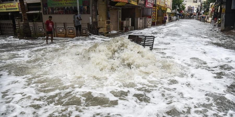 Due to heavy rains from past two days P N T Colony in Dilsukhnagar submerged in Hyderabad on Thursday. (Photo | Vinay Madapu, EPS)