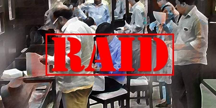Afterdemonetisation, raids werealmost a daily affair for the Enforcement Directorate, IT personnel andCBI. Over Rs 266 crorefound at a Malappuram bank and the raids on the former TN Chief Secretary Rama Mohana Rao at his office and residence were a few instances that stood out.