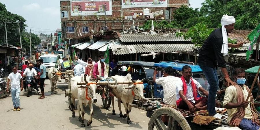 The RJD supporter symbolically protested against inflation by riding on traditional bullock carts