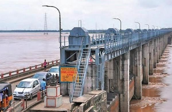 Godavari districts on alert with increasing flood levels in the river