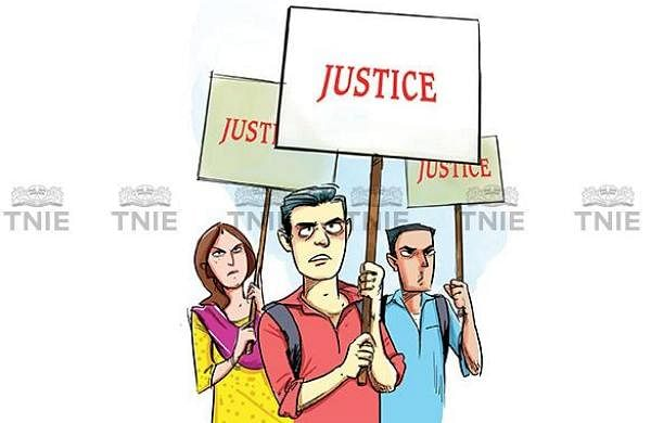 UP journalists protest against lodging of fake case against scribe