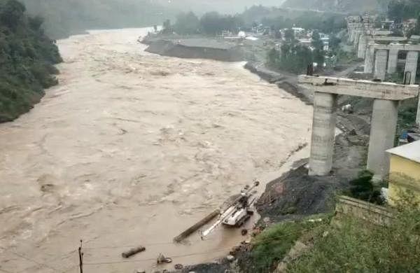 Search underway to trace 20 survivors in cloudburst-hit J&K village