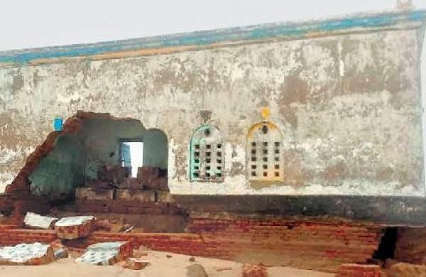 400-yr-old Devi temple falls to hungry sea in Satabhaya- The New Indian Express