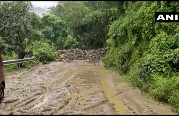 Search on for five missing labourers in Bengal's Kalimpong; NH-10 blocked by multiple landslides