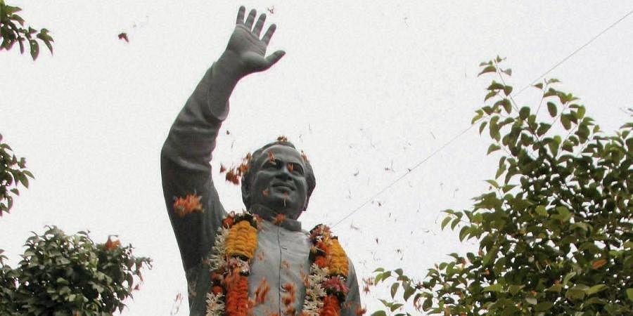 A statue of former PM Rajiv Gandhi.