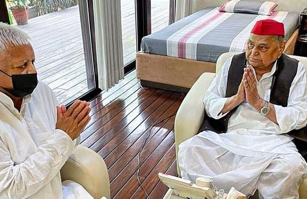 Veteran leaders Lalu Prasad Yadav, Mulayam Singh meet in Delhi