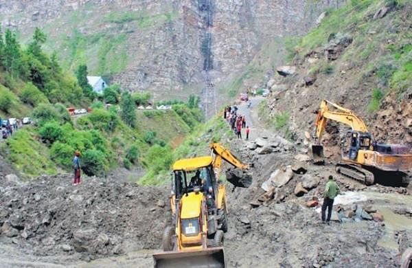 Unable to take crops to 'mandis' due to damaged roads, farmers in Lahaul-Spiti a worried lot