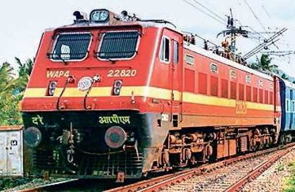 Passengers save elderly woman as she falls while trying to board moving train in Maharashtra